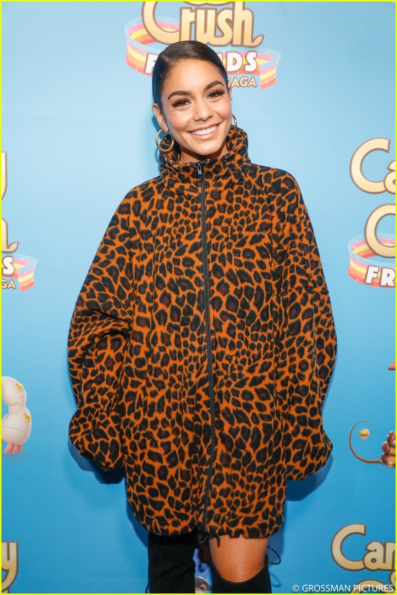 vanessa hudgens chloe moretz candy crush event 054163339