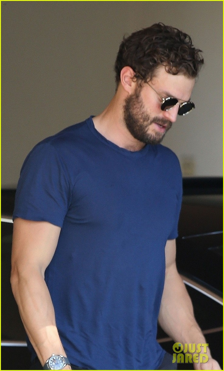 jamie dornan muscles up for weekend meeting 014171945