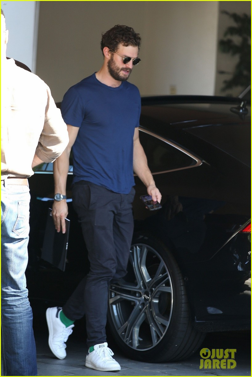 jamie dornan muscles up for weekend meeting 024171946