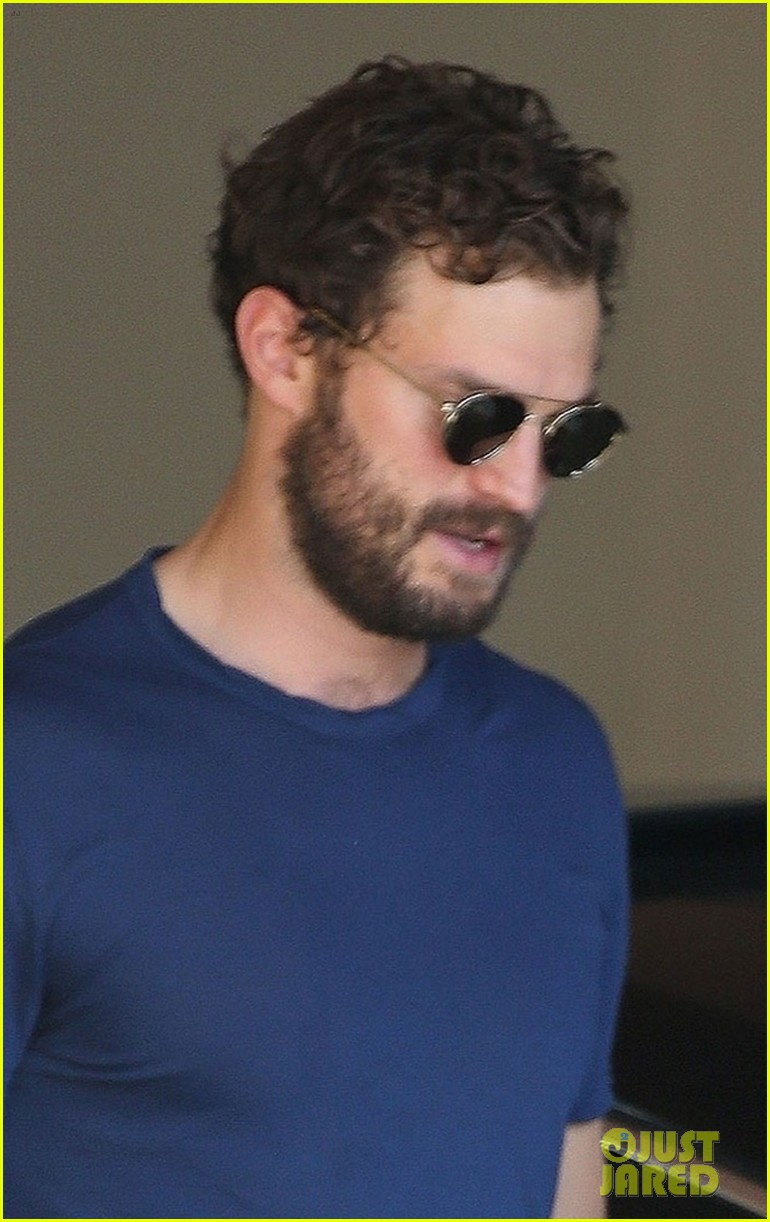 jamie dornan muscles up for weekend meeting 054171949