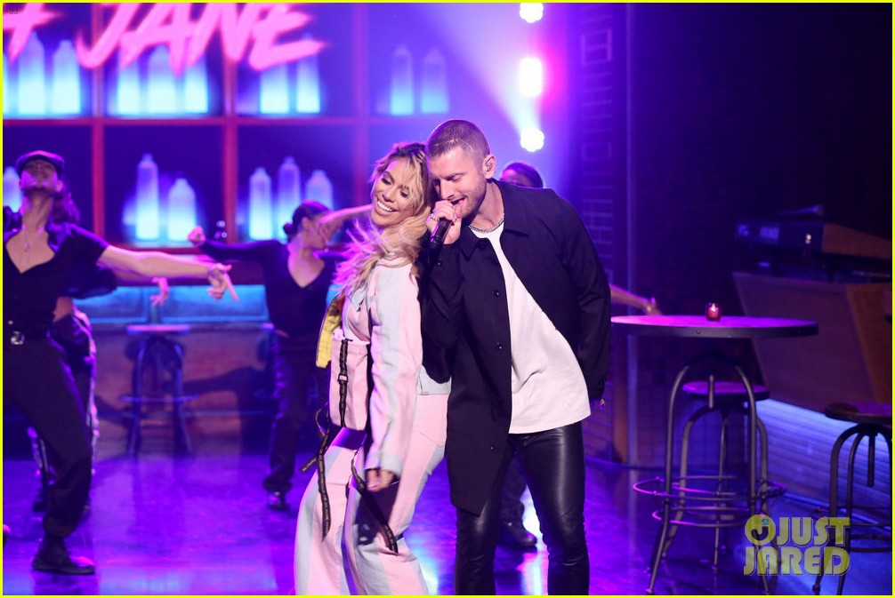 dinah jane gives solo debut performance of bottled up on tonight show 014161466