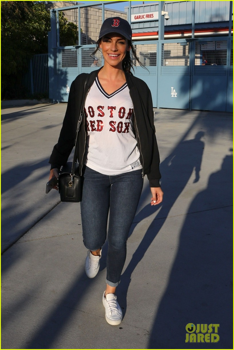 kaley cuoco dodgers world series game 034171088
