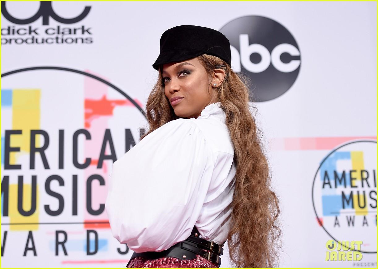 heidi klum tyra banks american music awards 2018 10