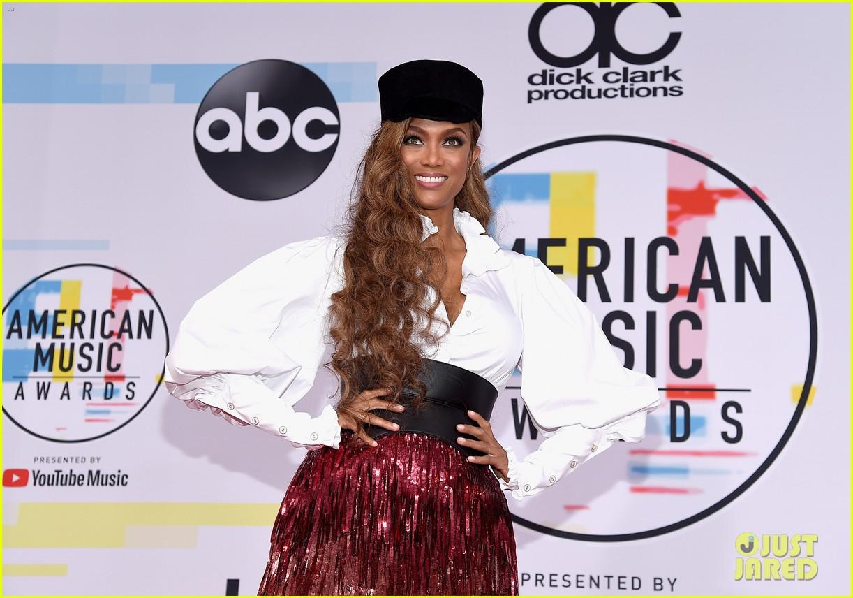 heidi klum tyra banks american music awards 2018 17