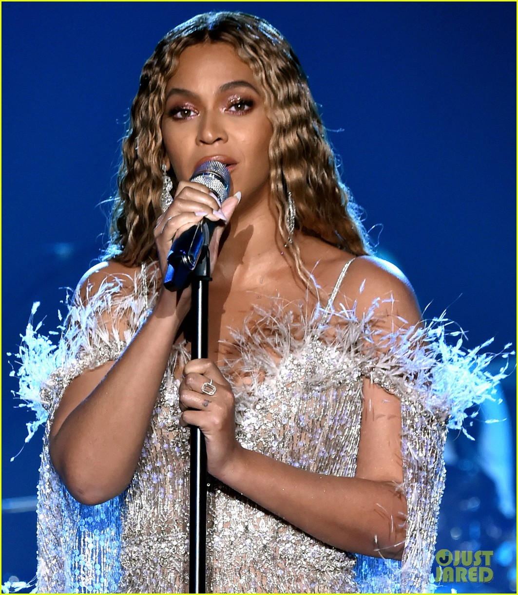 beyonce jay z hit the stage at city of hopes spirit of life gala 014163697