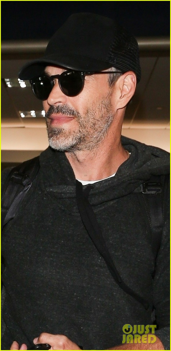 leann rimes eddie cibrian are all smiles jetting into lax 024167091