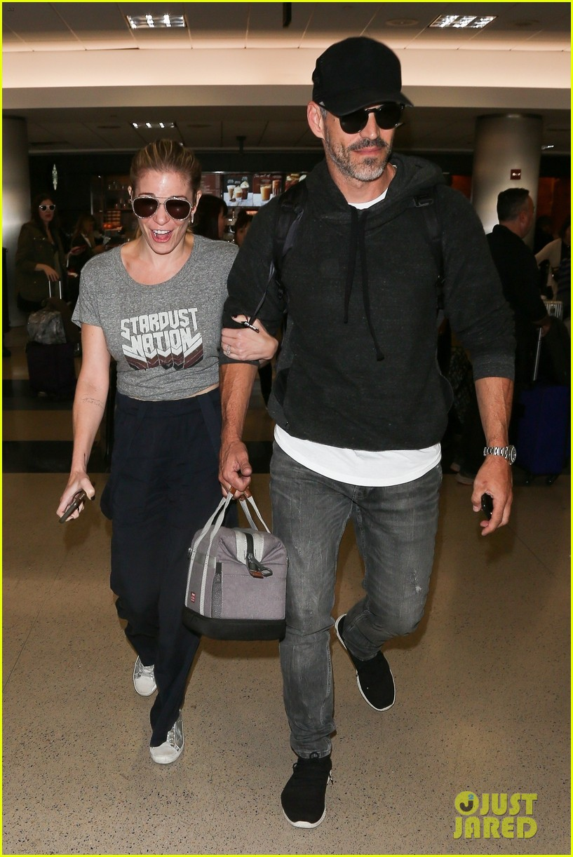 leann rimes eddie cibrian are all smiles jetting into lax 054167094