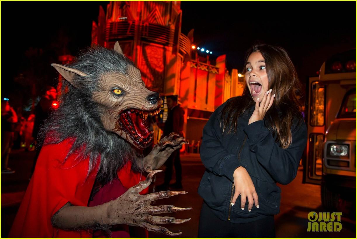 dua lipa derek julianne hough check out universal studios hollywoods halloween horror nights 044156846