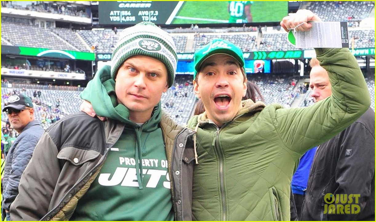 justin long and billy magnussen team up for new york jets football game044168105