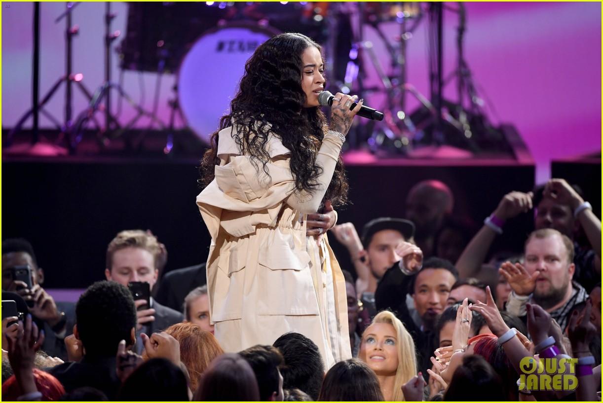 Ella Mai Performs Bood Up Live At American Music Awards 2018