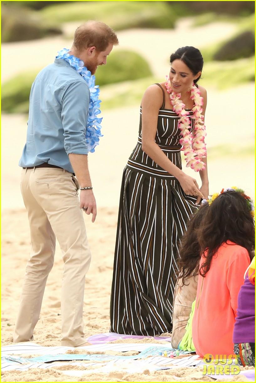 Meghan Markle Amp Prince Harry Go Barefoot At Bondi Beach In
