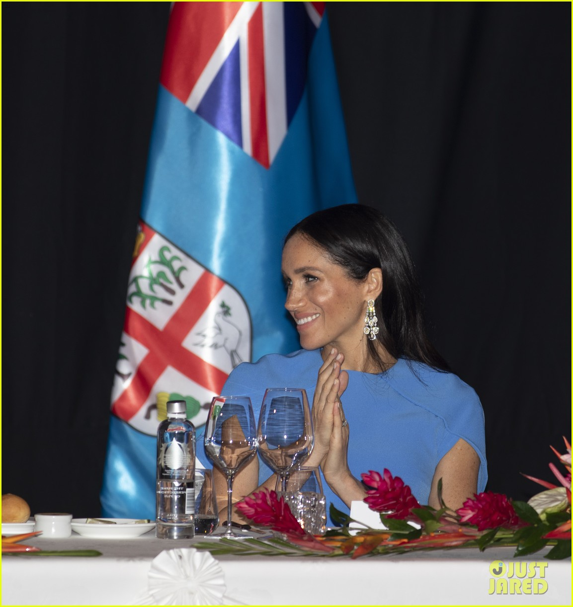 Duchess Meghan Markle Cradles Her Baby Bump At Fiji State