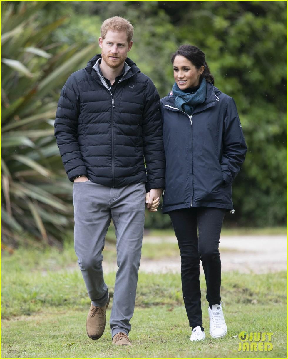 Duchess Meghan Markle & Prince Harry Brave The Rainy