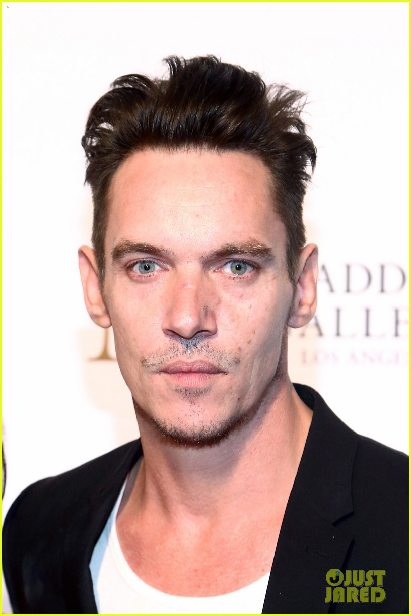 jonathan rhys meyers wife mara couple up for maddox gallery grand opening 20
