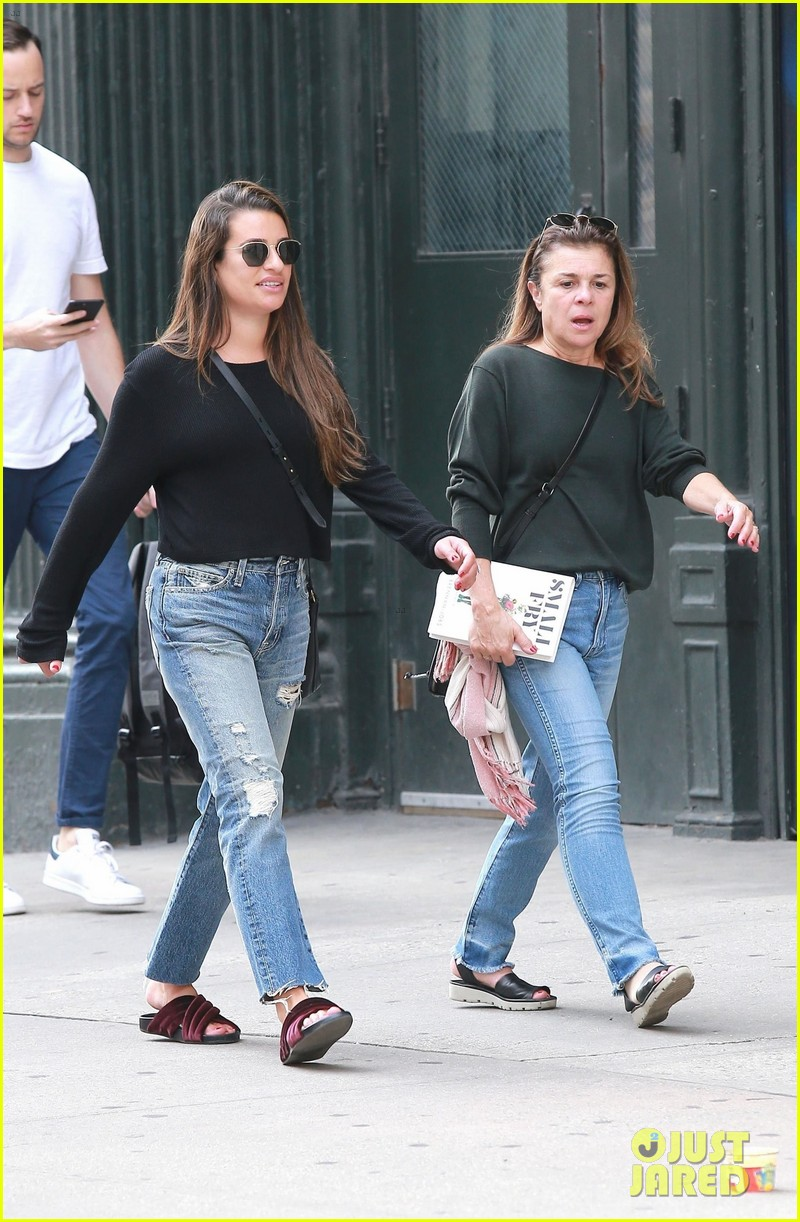 lea michele mom edith are totally twinning 024157857