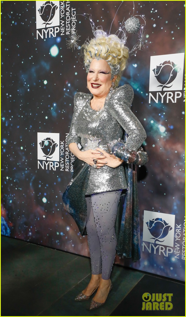 bette midler hosts cosmic themed halloween bash for new york restoration project 114173145
