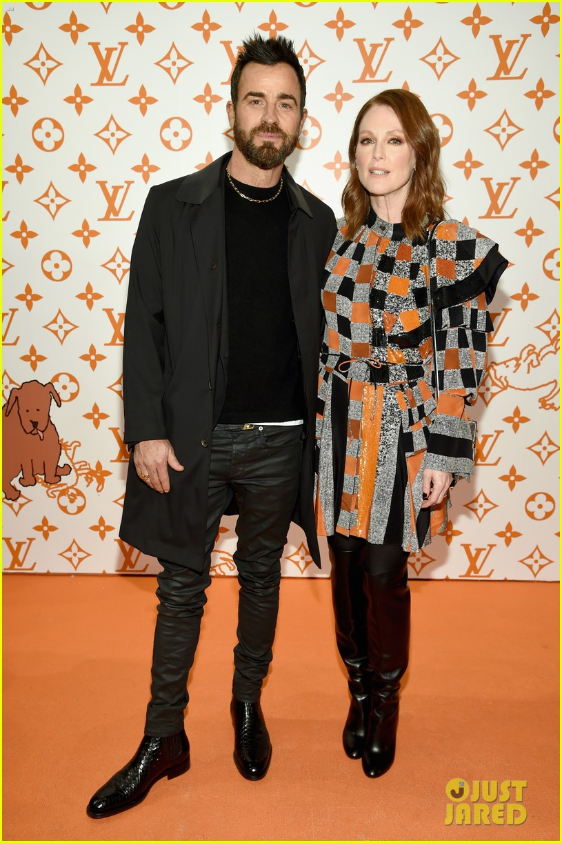 julianne moore justin theroux  sienna miller step out for louis vuitton event in nyc 04