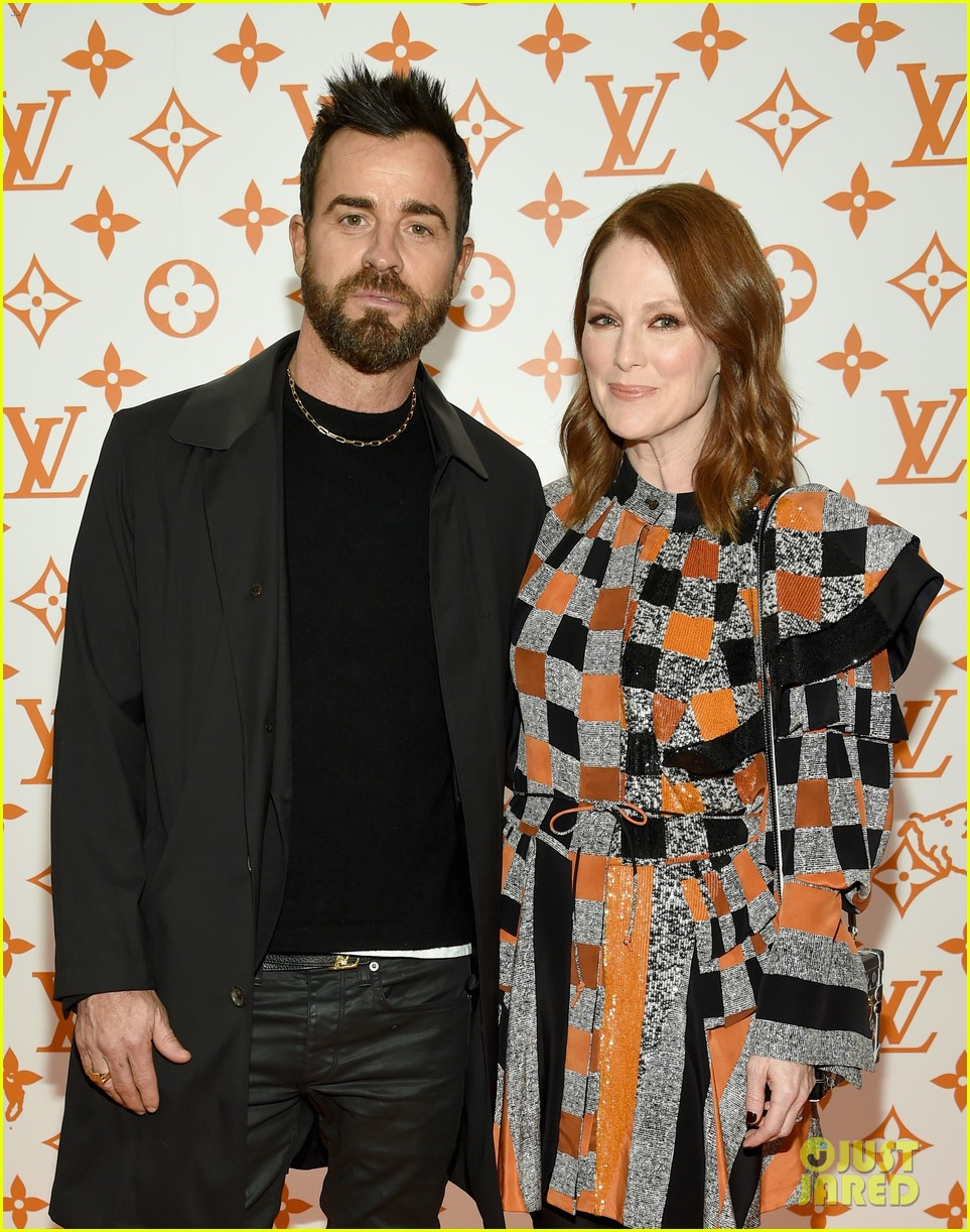 julianne moore justin theroux  sienna miller step out for louis vuitton event in nyc 18