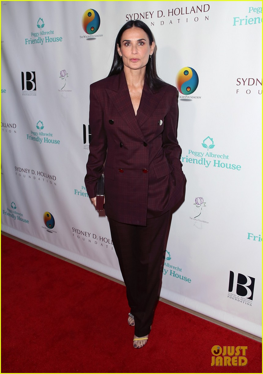 demi moore woman of the year peggy albrecht friendly house awards 044171351