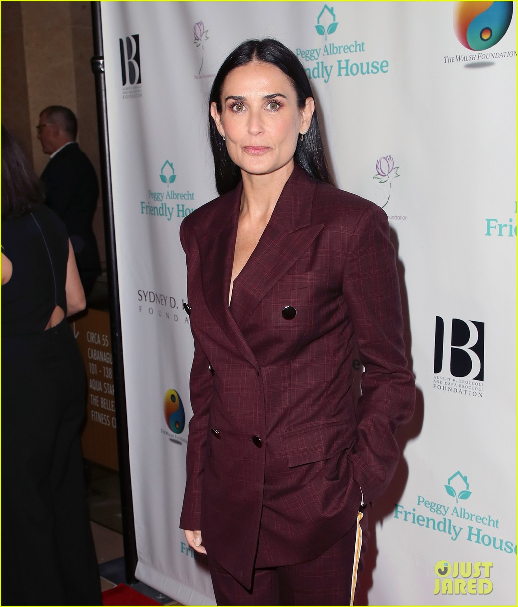 demi moore woman of the year peggy albrecht friendly house awards 064171353