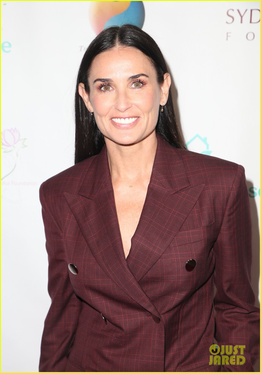 demi moore woman of the year peggy albrecht friendly house awards 104171357