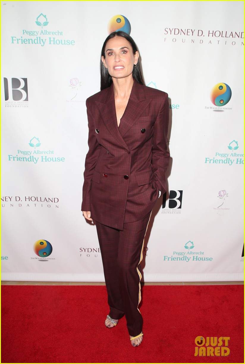 demi moore woman of the year peggy albrecht friendly house awards 114171358