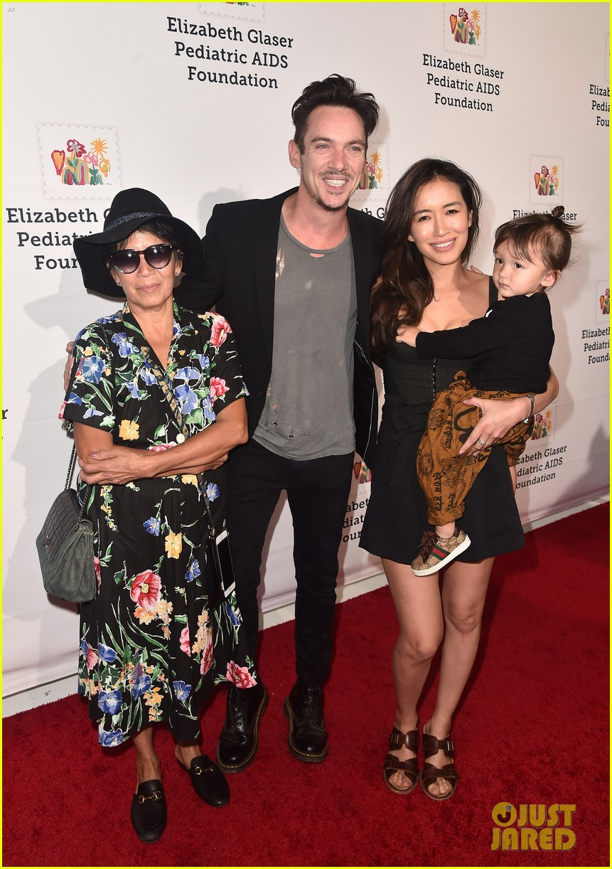olivia munn jonathan rhys meyers family step out for a time for heroes festival 03