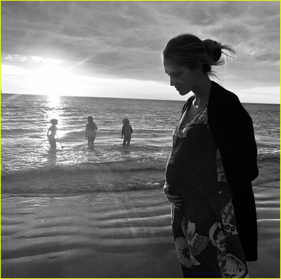 teresa palmer pregnant with baby three 02