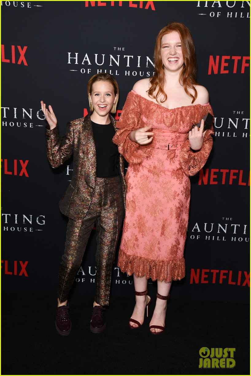 sarah paulson supports the haunting of hill house cast at season 1 premiere 044161297