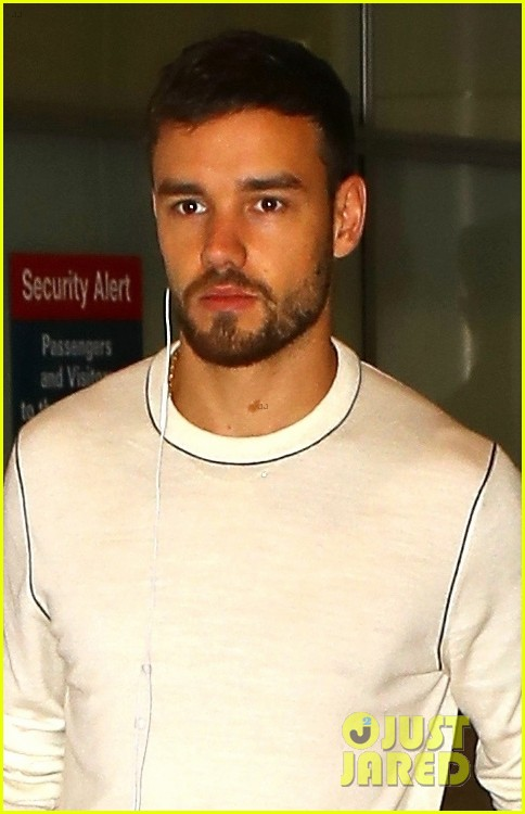 liam payne keeps things cool for his flight into sydney 014162846