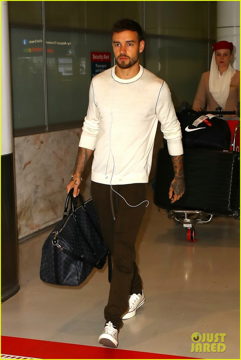 liam payne keeps things cool for his flight into sydney 054162850
