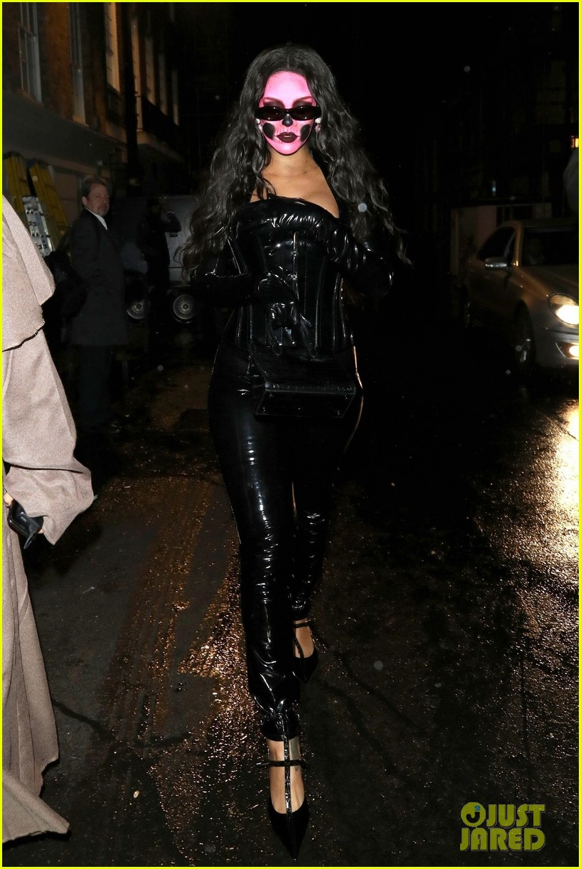 rihanna london halloween october 2018 054173855
