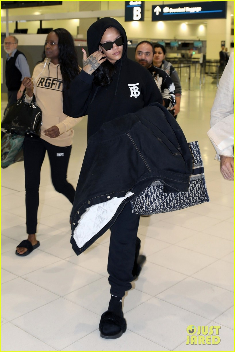 rihanna airport sydney october 2018 034158378