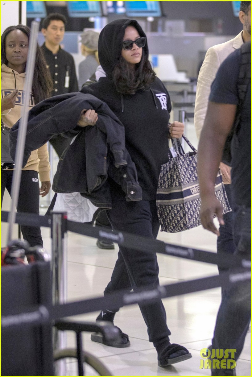 rihanna airport sydney october 2018 044158379