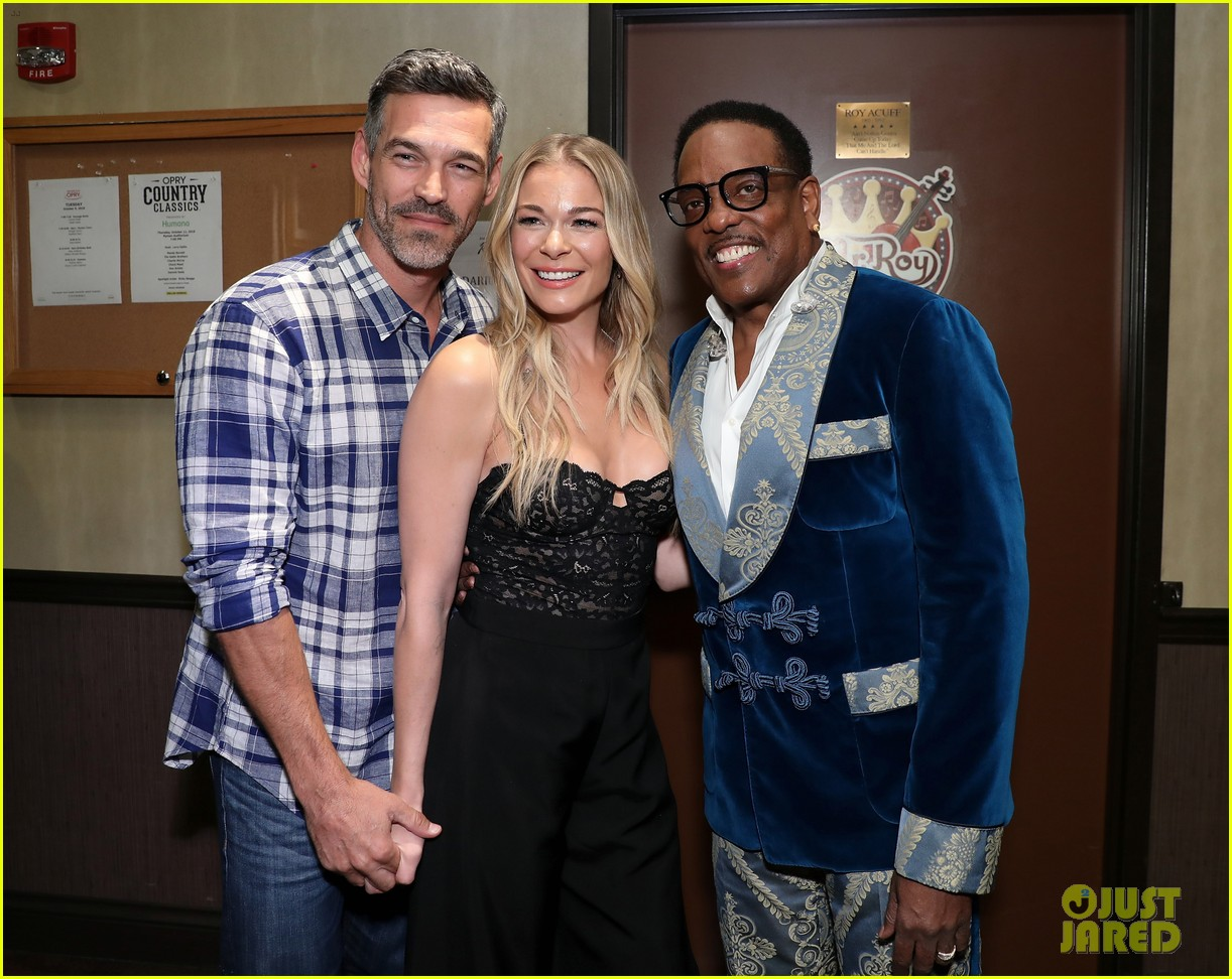 leann rimes gets support from husband eddie cibrian at opry salute to ray charles 024161371