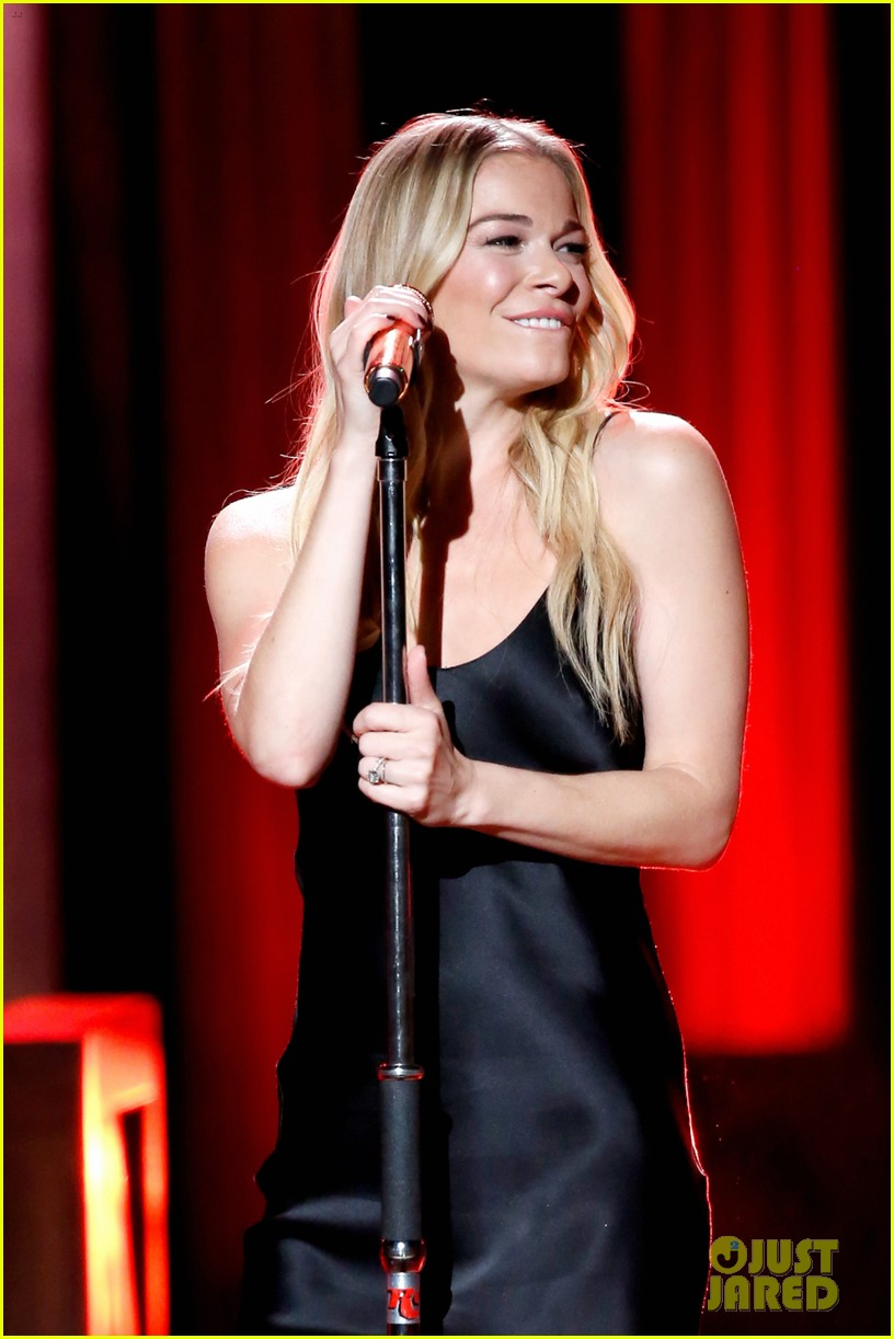 leann rimes gets support from husband eddie cibrian at opry salute to ray charles 174161386