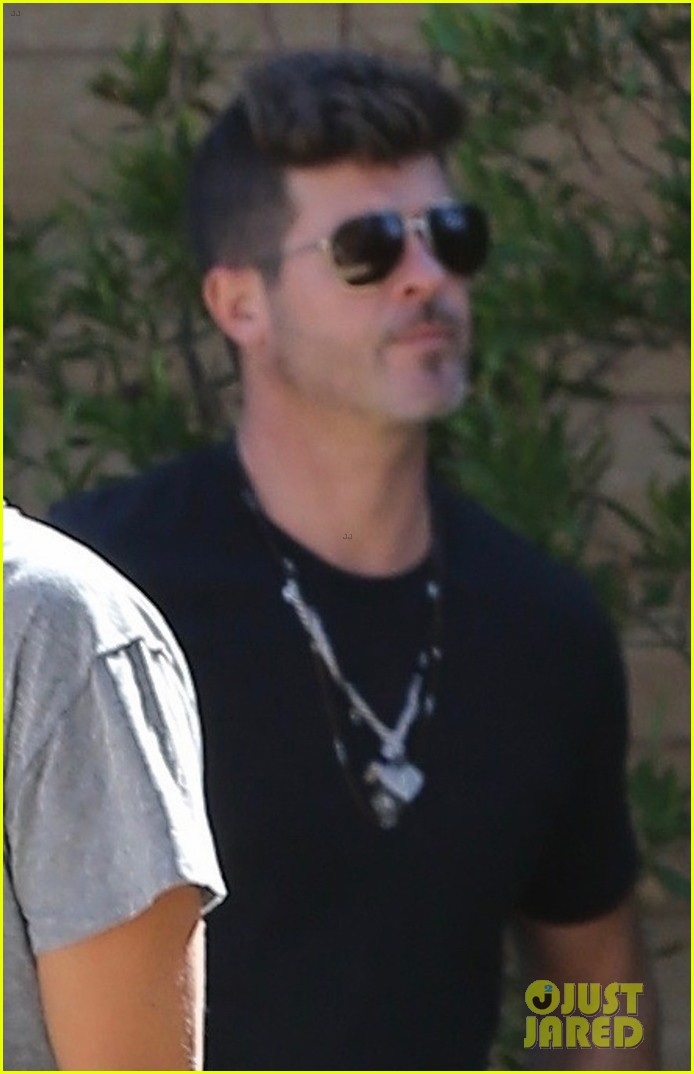 robin thicke pregnant april love geary grab lunch in malibu 024164424