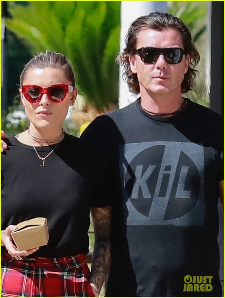 gavin rossdale sophia thomalla step out for lunch 024162869
