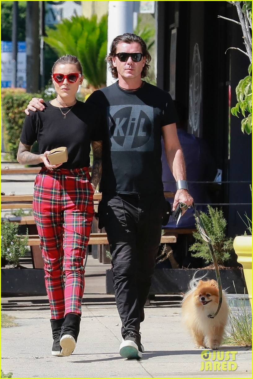 gavin rossdale sophia thomalla step out for lunch 054162872