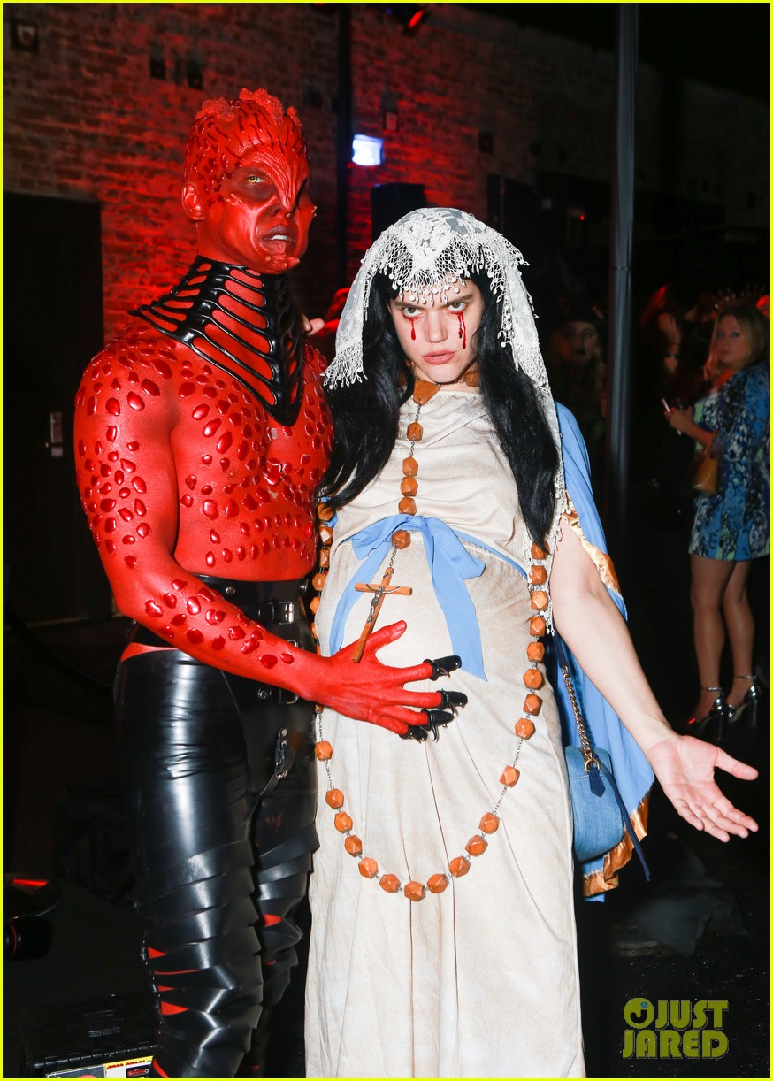 Pregnant Soko Dresses as Virgin Mary at Just Jared's Halloween Party, Days  Away from Due Date!