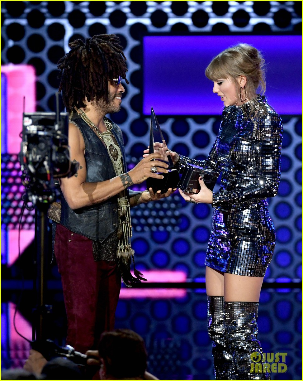taylor swift sets amas record 034161958