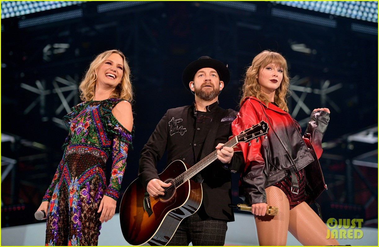 sugarland joins taylor swift for first live performance of babe 024160202
