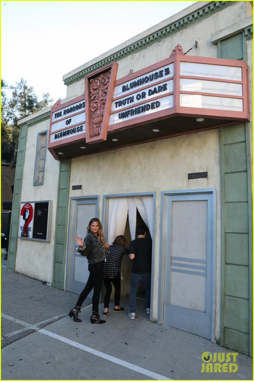 Chrissy Teigen Brings Her Mom To Haunted House With Ellen Degeneres