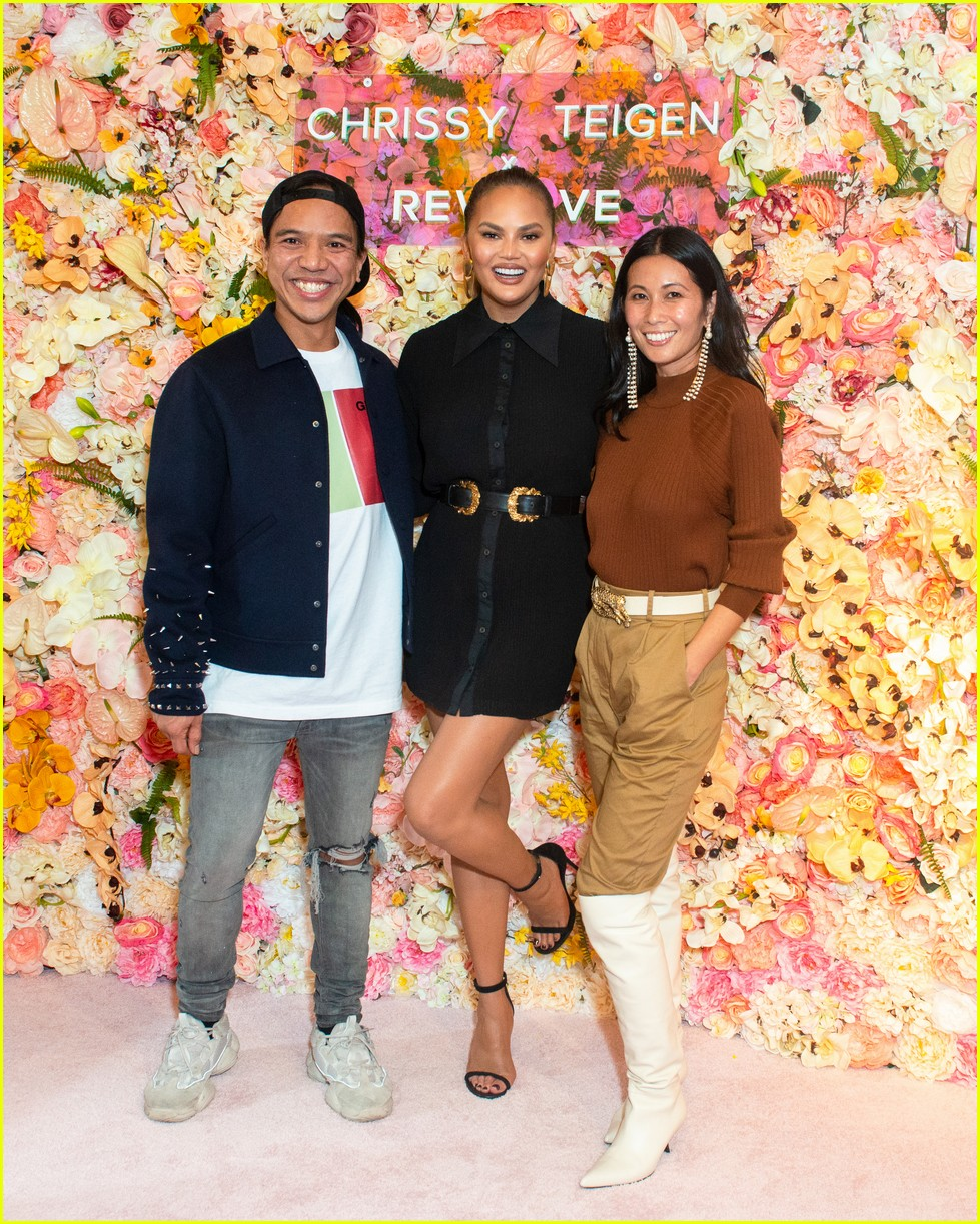 chrissy teigen shows off her revolve collection at nyc pop up024169978