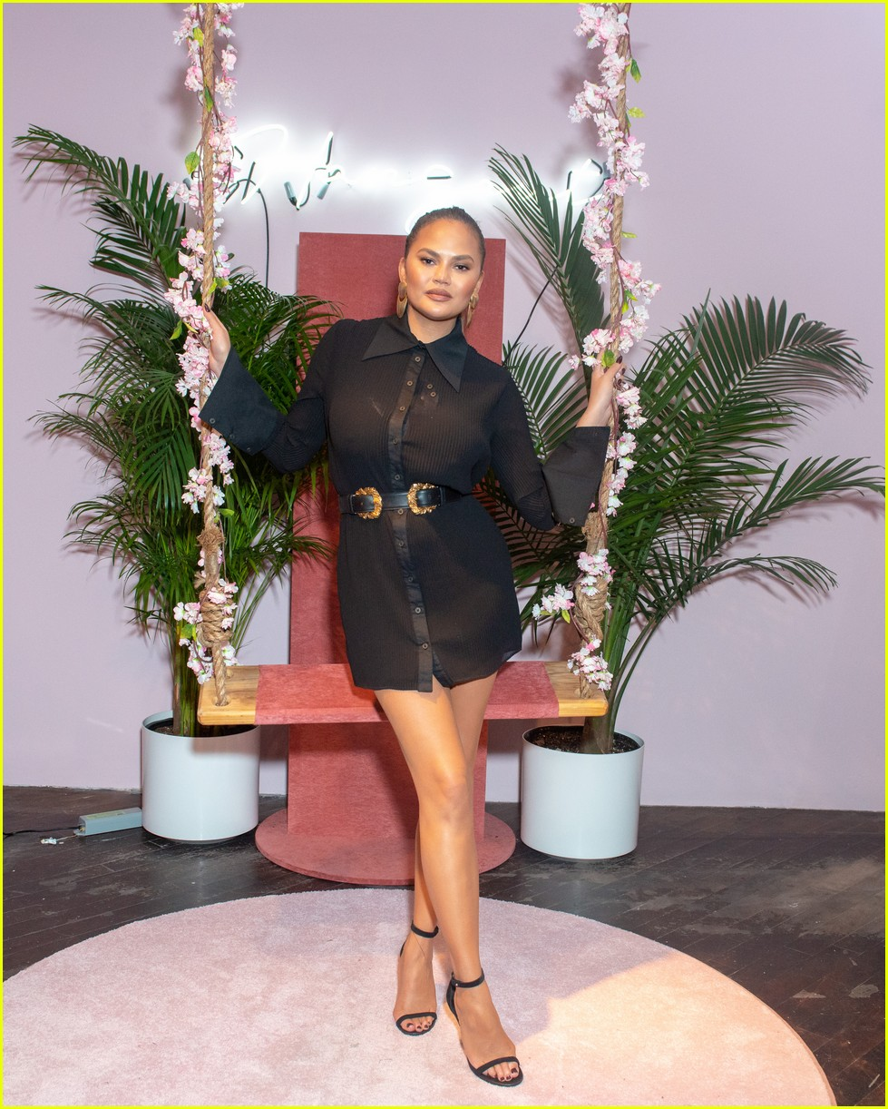 chrissy teigen shows off her revolve collection at nyc pop up034169979