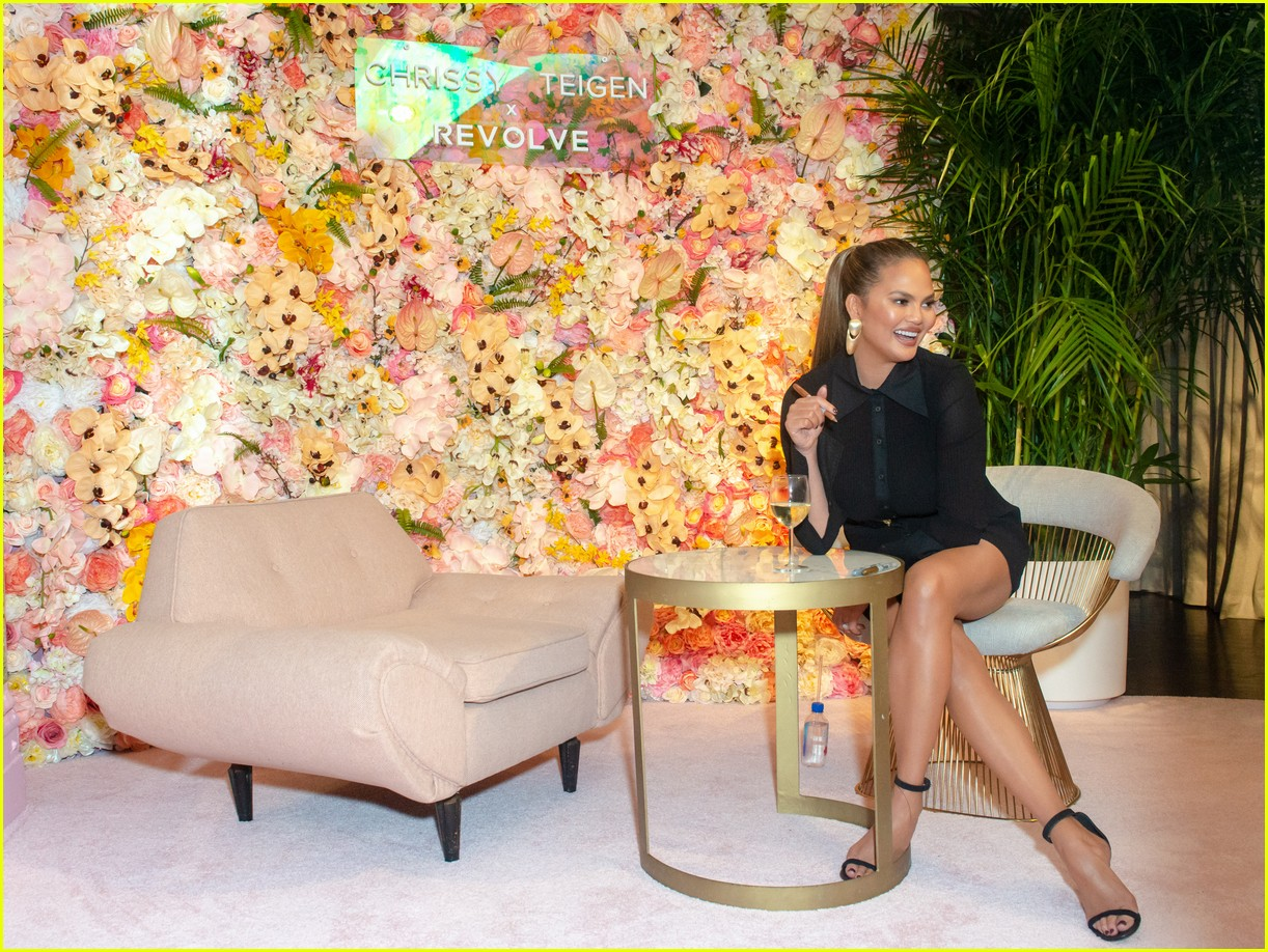 chrissy teigen shows off her revolve collection at nyc pop up044169980