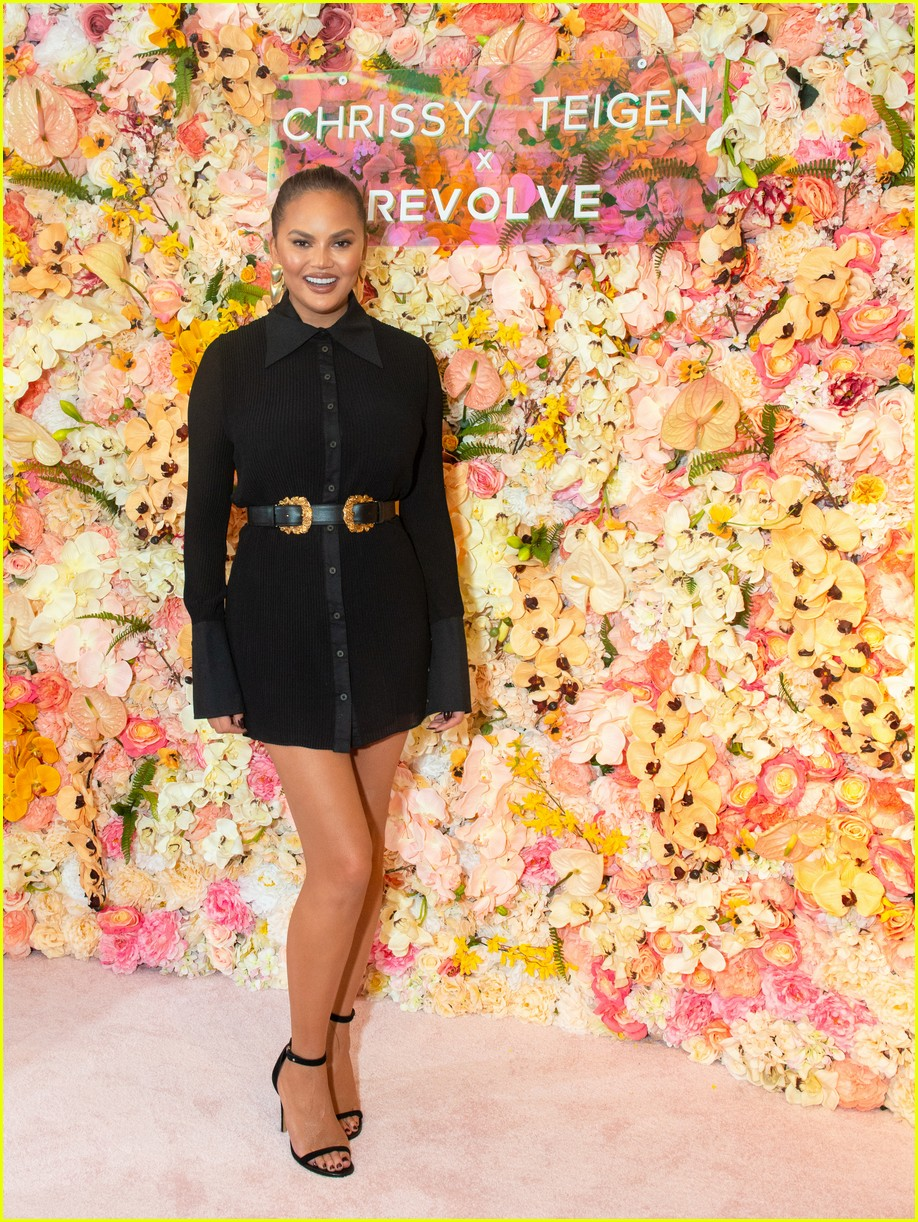 chrissy teigen shows off her revolve collection at nyc pop up064169982