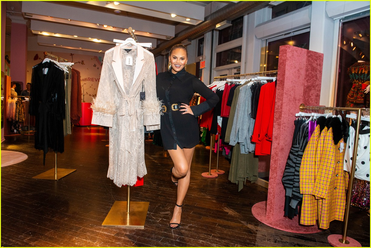 chrissy teigen shows off her revolve collection at nyc pop up074169983