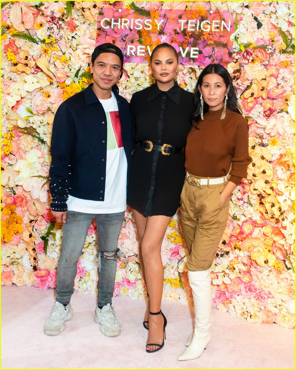 chrissy teigen shows off her revolve collection at nyc pop up084169984