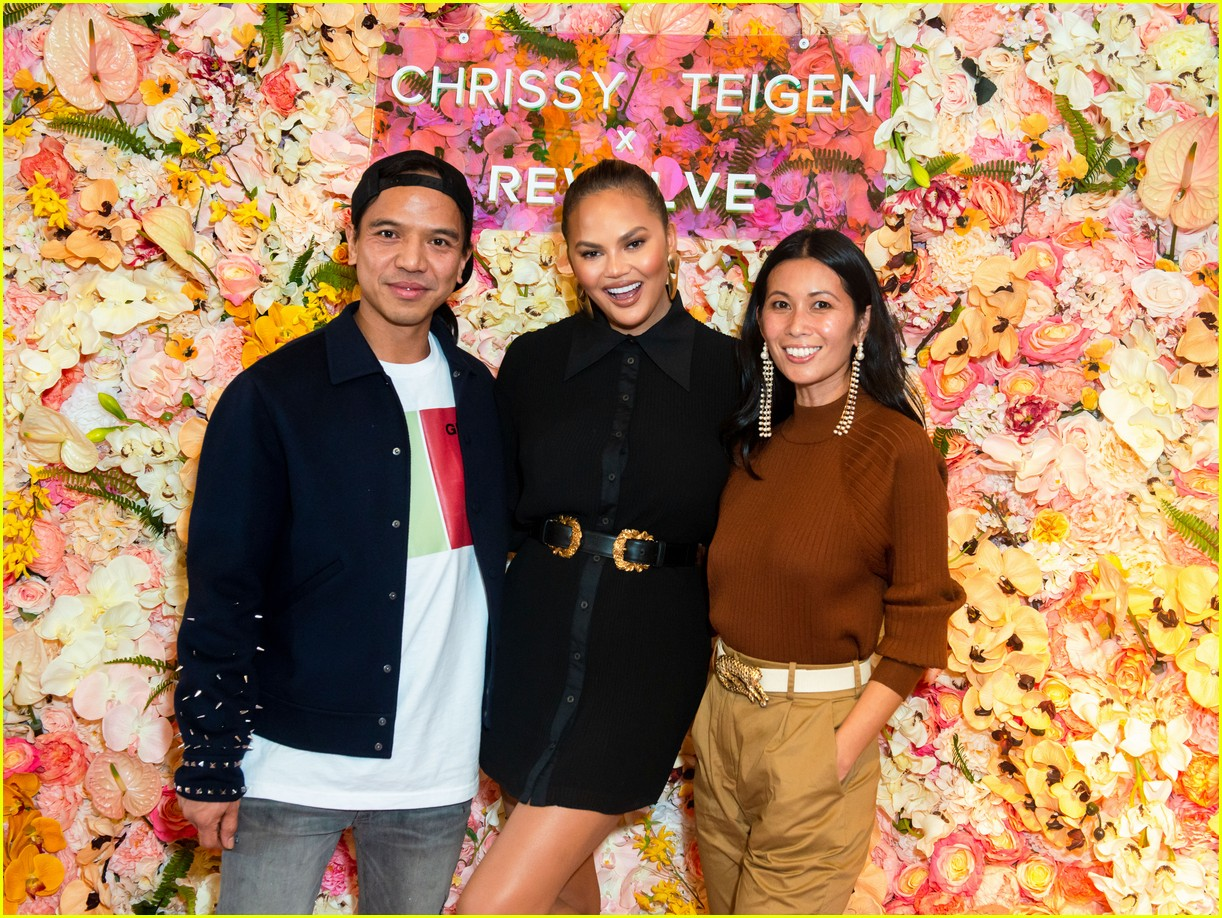 chrissy teigen shows off her revolve collection at nyc pop up094169985